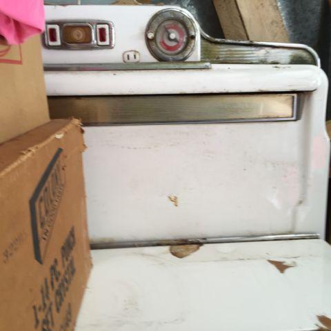 1950s vintage OKeefe  Merritt gas stove and Bendix washerdryer