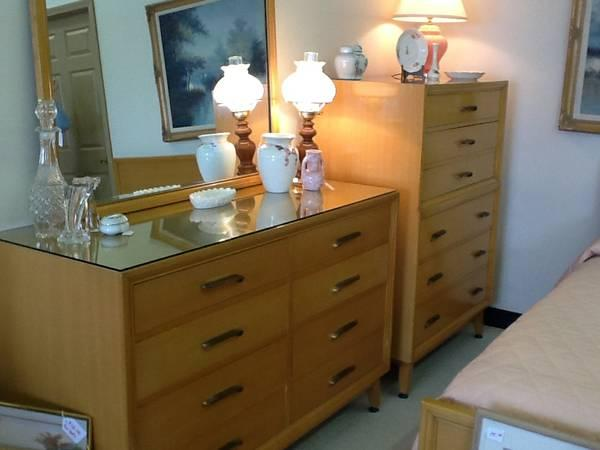 1960 39 S Vintage Bedroom Set In Excellent Shape For Sale In Fort Wayne Indiana Classified