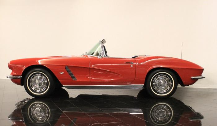 1962 Chevrolet Corvette Roman Red 340hp