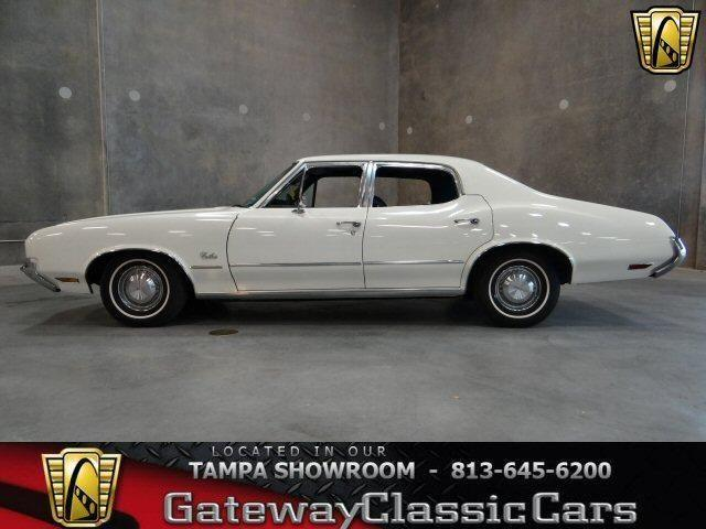 1971 Oldsmobile Cutlass - 350 cubic inch rocket engine