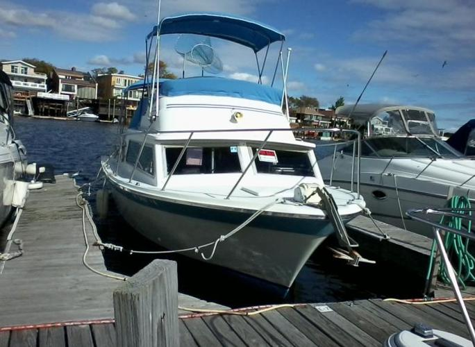1974 Luhrs 28' Flybridge Cruiser for Sale in Flushing, New ...