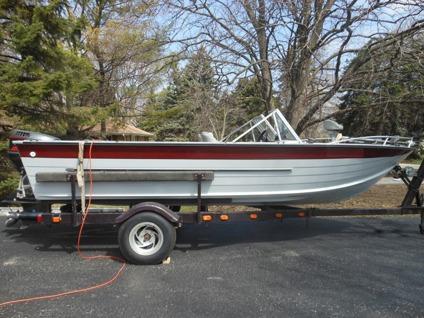 1974 Starcraft Fishing Boat w1996 Johnson -115 hp Fast Strike Outboard Motor