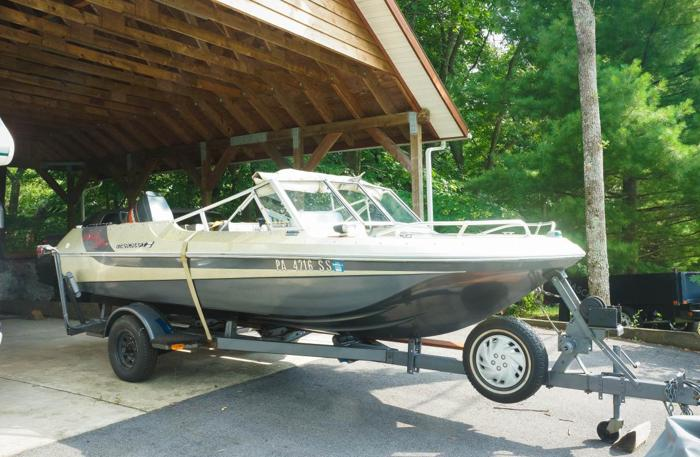 1979 Tri Star Craft 3 Haul Boat w 90 HP Mercury Outboard Motor  Trailor