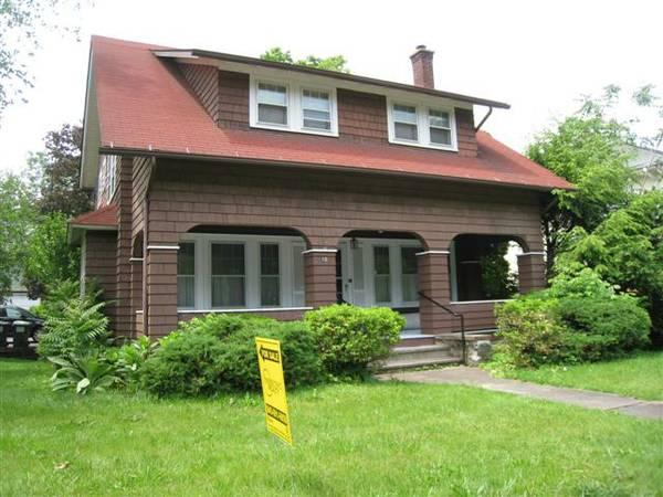 3br 1616ft Dutch Colonial For Sale In Highland New