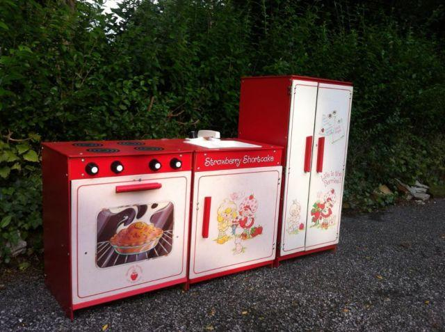 1980s Original Vintage Strawberry Shortcake Play Kitchen For Sale In Cleveland Ohio Classified Americanlisted Com