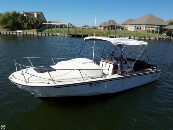 1984 Boston Whaler 22 Outrage Cuddy 1984 Yacht In