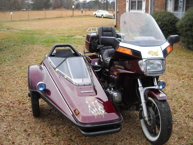1984 HONDA goldwing with a sidecar,very,very nice