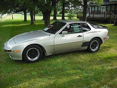 1984 Porsche 944 Base Coupe 2-Door 2.5L