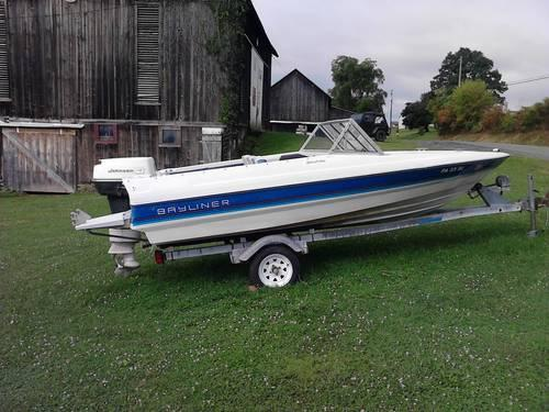 1988 Bayliner Capri 1500 Power Boat w 40 HP Johnson Motor  Trailer 4