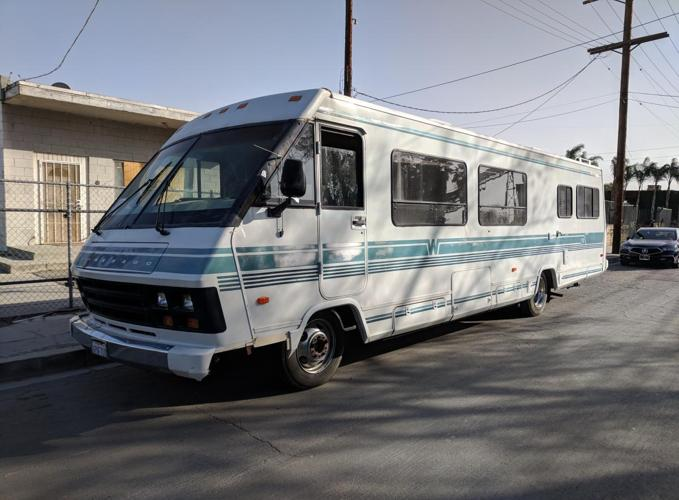 1988 Winnebago Chieftain 33'