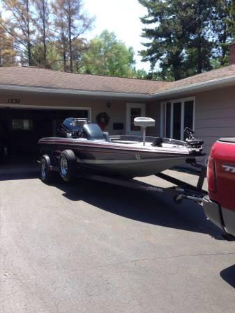 1990 19' Javelin 389 bass boat - $6400