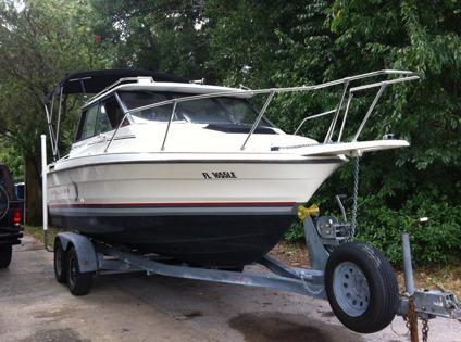 **1990 22' Bayliner Trophy Series Pilot House