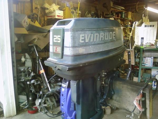 1990 25 HP Evinrude tiller handle, elect start, long shaft