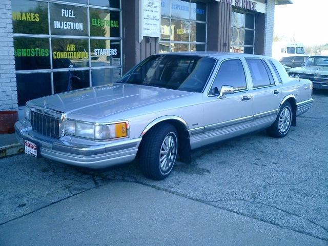 1990 lincoln town car for sale in elkhart indiana classified. Black Bedroom Furniture Sets. Home Design Ideas