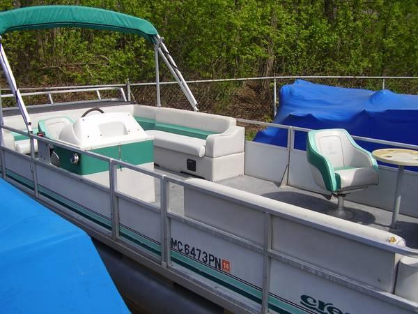 1993 Crest 24' Pontoon Boat - for Sale in Dexter, Michigan