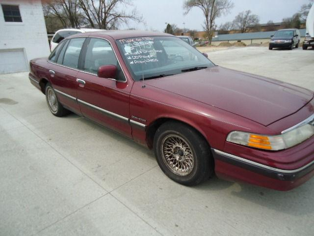1993 ford crown victoria lx for sale in cedar rapids iowa classified. Black Bedroom Furniture Sets. Home Design Ideas