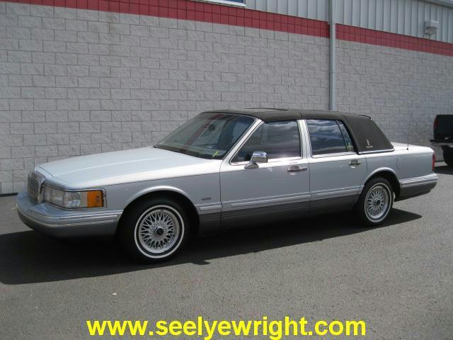 1993 lincoln town car cartier designer for sale in paw paw. Black Bedroom Furniture Sets. Home Design Ideas