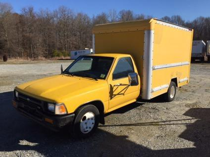 1993 toyota 10 39 box truck 1993 toyota truck in salisbury nc 4427175122 used cars on oodle. Black Bedroom Furniture Sets. Home Design Ideas