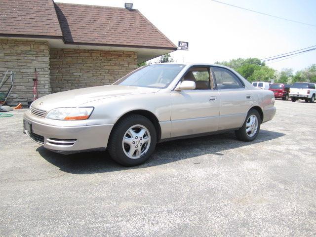 1994 lexus es 300 for sale in highland park illinois. Black Bedroom Furniture Sets. Home Design Ideas