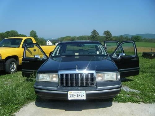 1994 lincoln towncar signature series for sale in lynchburg virginia classified. Black Bedroom Furniture Sets. Home Design Ideas