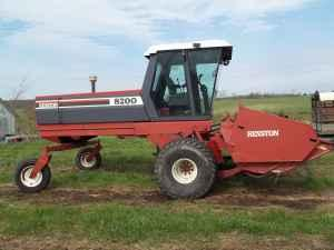 1995 8200 Hesston Windrower - $18000 (Martinsville,MO)