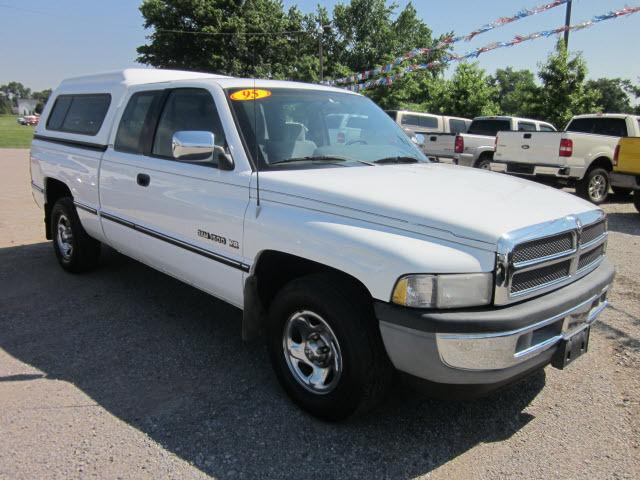1995 dodge ram 1500 st for sale in mount carmel illinois classified. Black Bedroom Furniture Sets. Home Design Ideas