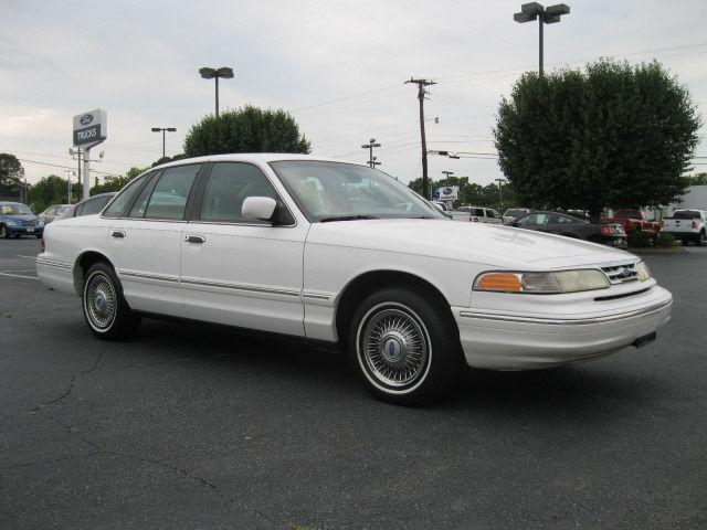 1996 ford crown victoria for sale in greenville south carolina classified. Black Bedroom Furniture Sets. Home Design Ideas