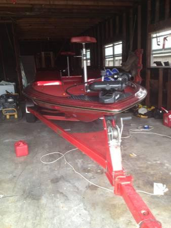 1996 Gambler Bass boat Tournament edition - $12500