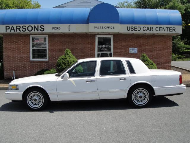 1996 lincoln town car executive for sale in martinsburg west virginia classified. Black Bedroom Furniture Sets. Home Design Ideas