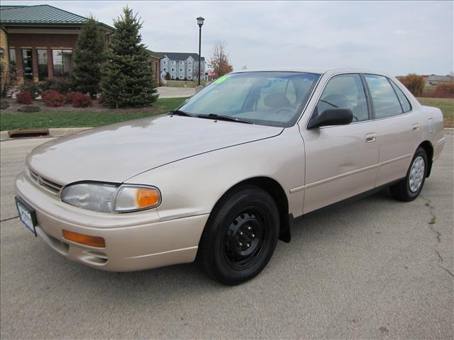1996 toyota camry le for sale in sycamore illinois. Black Bedroom Furniture Sets. Home Design Ideas