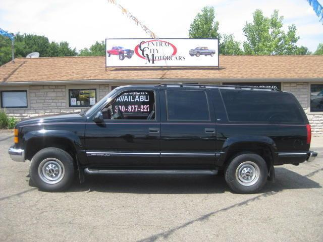1997 gmc suburban 2500 for sale in hartville ohio. Black Bedroom Furniture Sets. Home Design Ideas