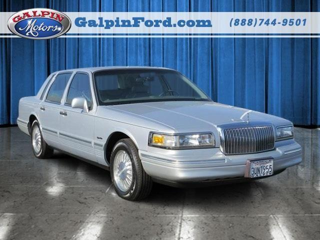 1997 lincoln town car 4dr car signature for sale in. Black Bedroom Furniture Sets. Home Design Ideas