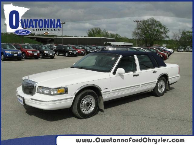 1997 lincoln town car executive for sale in owatonna. Black Bedroom Furniture Sets. Home Design Ideas