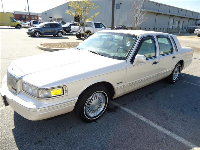 1997 lincoln town car signature for sale in morrow. Black Bedroom Furniture Sets. Home Design Ideas