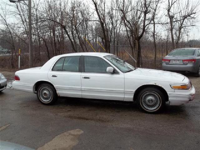 1997 mercury grand marquis gs for sale in elmhurst illinois classified. Black Bedroom Furniture Sets. Home Design Ideas