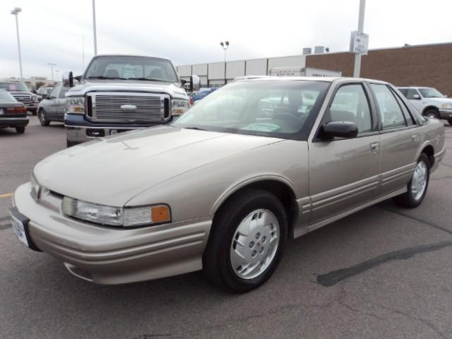 1997 oldsmobile cutlass supreme for sale in sioux falls. Black Bedroom Furniture Sets. Home Design Ideas