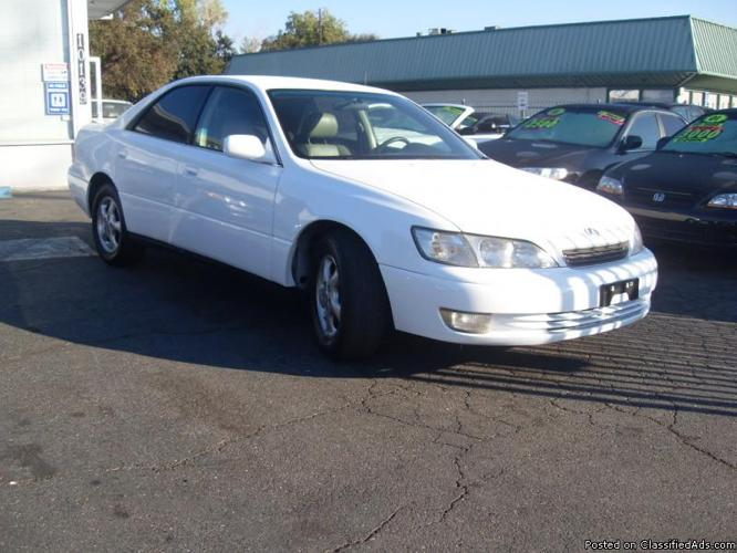 1998 lexus es300 white 4dr fully loaded all power moonroof great condition for sale in gold. Black Bedroom Furniture Sets. Home Design Ideas