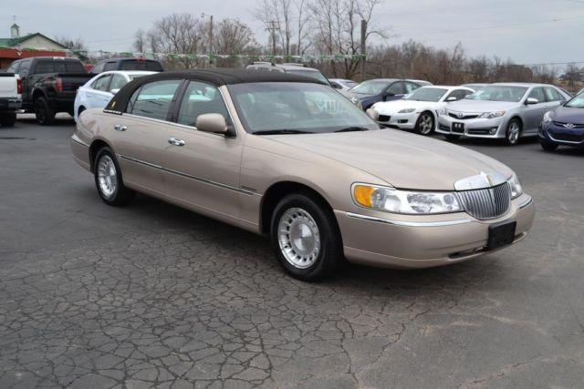 1998 Lincoln Town Car Executive Gold For Sale In Mount Sterling