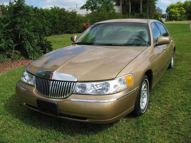 1998 Lincoln Town Car Signature For Sale In Royal Palm Beach