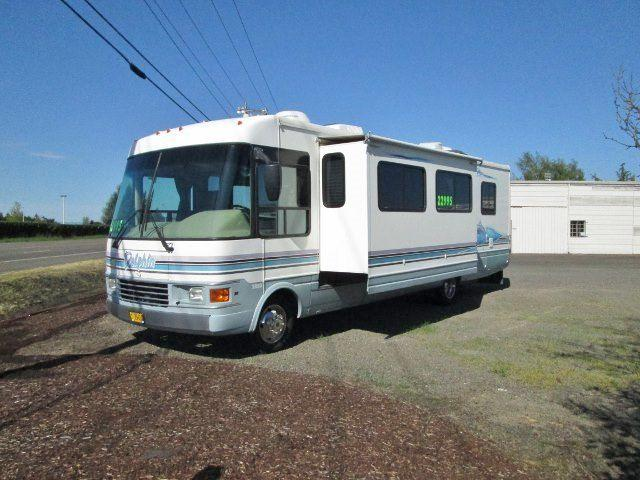 1998 national dolphin class a motorhome with superslide
