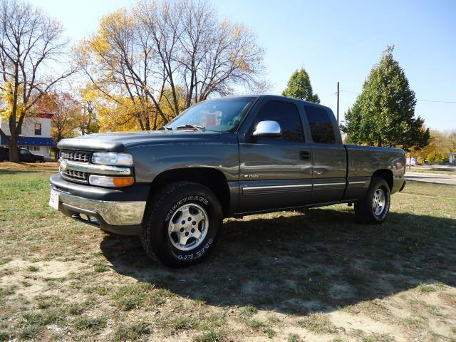 1999 chevrolet silverado 1500 z71 for sale in cedar rapids iowa classified. Black Bedroom Furniture Sets. Home Design Ideas