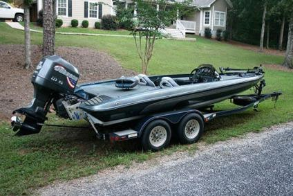 1999 Javelin Bass Boat -- 20 ft with 225HP Johnson Outboard