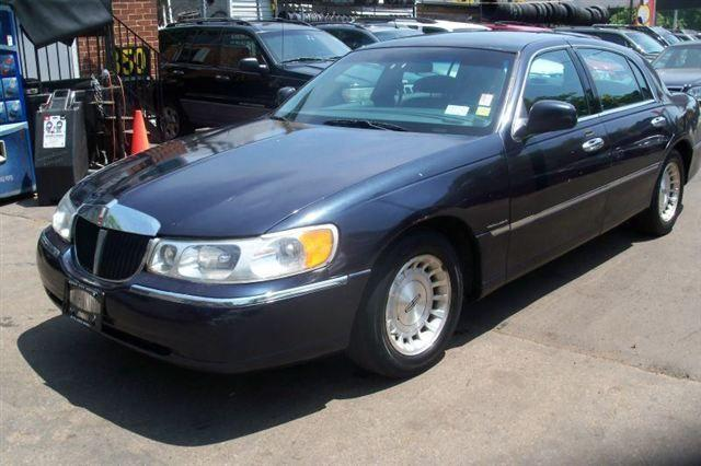 1999 lincoln town car executive for sale in newark new. Black Bedroom Furniture Sets. Home Design Ideas
