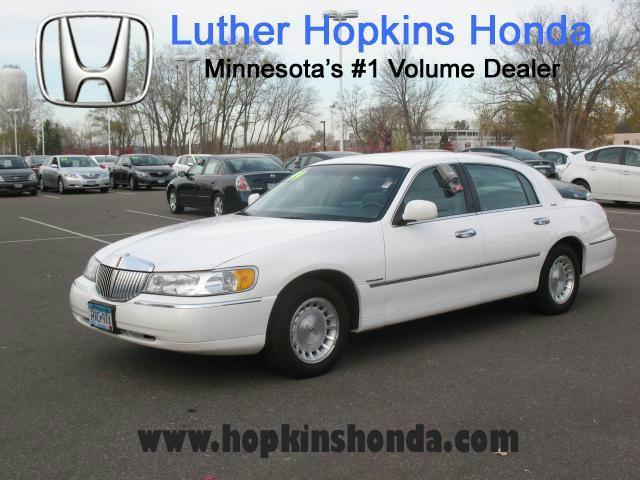 1999 lincoln town car executive for sale in hopkins minnesota classified. Black Bedroom Furniture Sets. Home Design Ideas