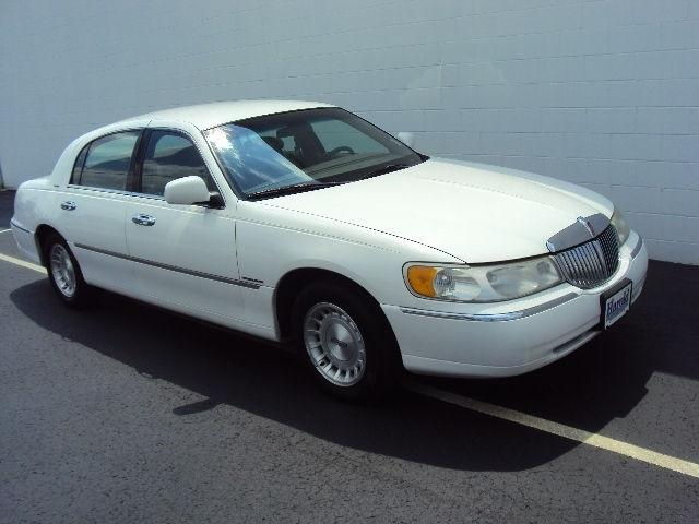 1999 Lincoln Town Car Executive For Sale In Angola Indiana Classified Americanlisted Com