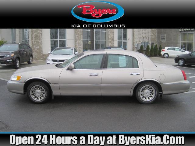 1999 Lincoln Town Car Signature For Sale In Lewis Center Ohio Classified Americanlisted Com