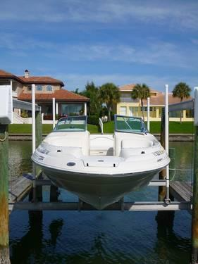 1999 SEA RAY 210 SunDeck powered by optional 220 hp 5 0l Mercruiser