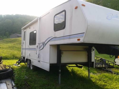 1999 Shasta Flite 24 Ft Fifth Wheel Camper