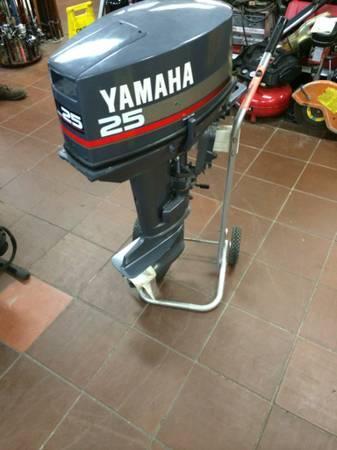 1999 yamaha 25hp 2 stroke outboard motor - $1378