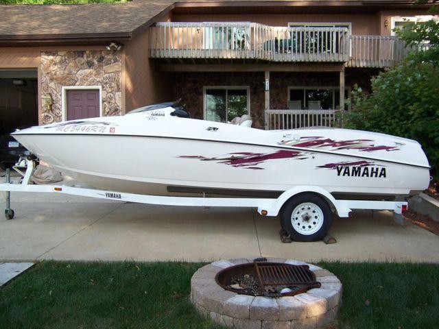 1999 Yamaha LS2000 Jet Boat